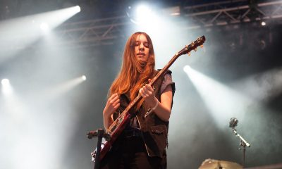 """Este Haim is sick of """"backhanded compliments"""" about 'bass face'"""