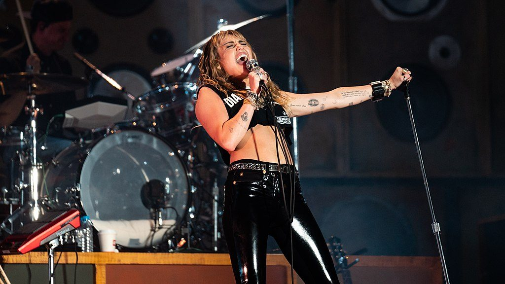 Miley Cyrus to take recovery break after vocal cord surgery