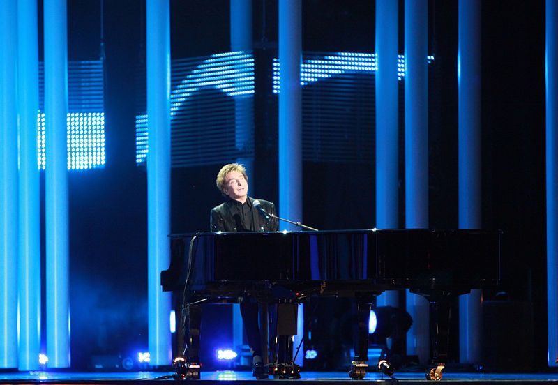 Barry Manilow continuing career