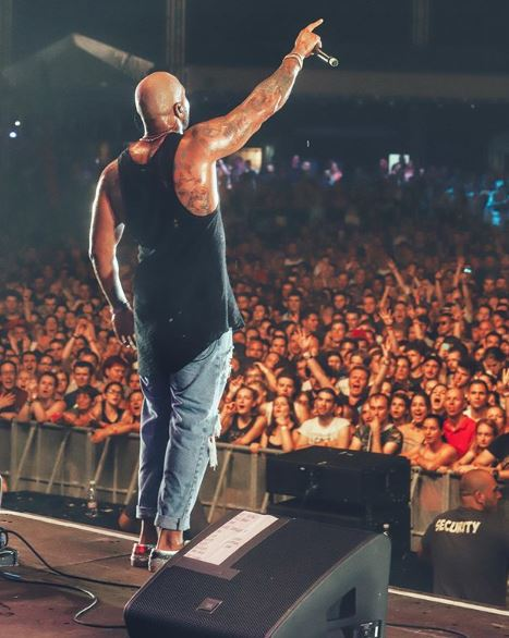 Flo Rida on stage and the crowd in front.