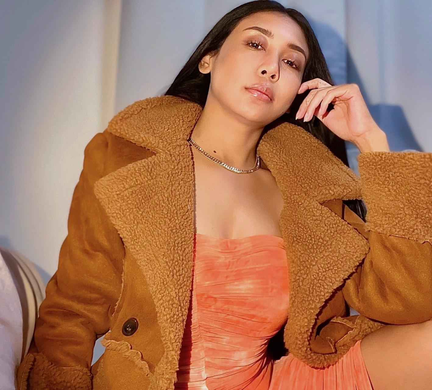 singer Amalia Kadis